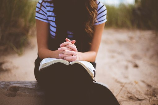 5 Easy Ways to Stay Focused While You Pray www.monahodgson.com